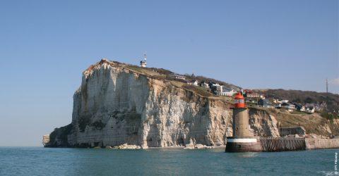 Les lieux incontournables de l'agglomération Fécamp Caux LittoralVue du Cap Fagnet et de l'entrée du port depuis la mer