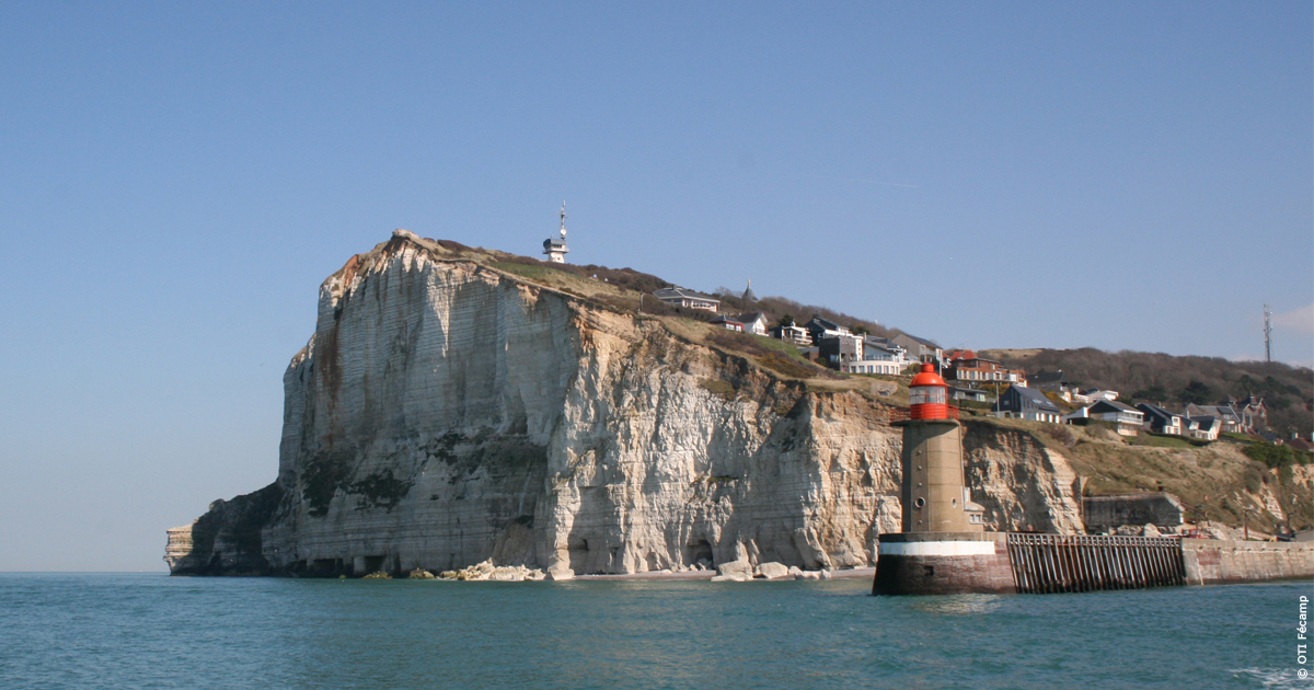Vue du Cap Fagnet et de l'entrée du port depuis la mer