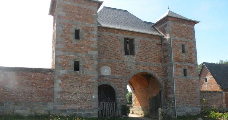 Le domaine des Grandes portes, le porche d'entrée