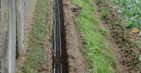 Travaux d'installation du réseau de fibre optique