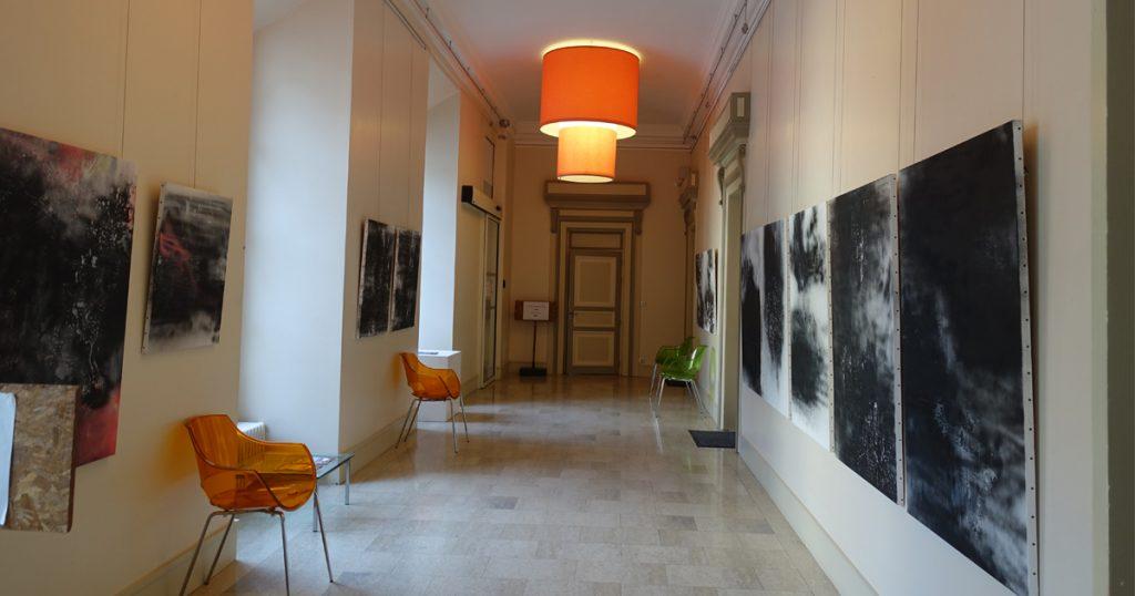 Hall de l'hôtel de ville de Fécamp. Exposition de photographies